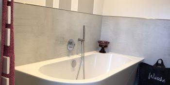 3.Bad mit halb freistehender Wanne